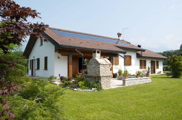Integrazione fotovoltaica su una su villetta costruita in bioedilizia