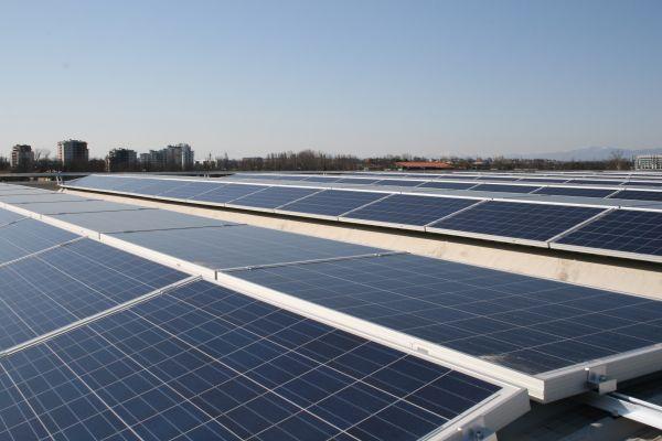 Energia fotovoltaica Magnetti Goldbeck per Amadori e Tessiture di Nosate