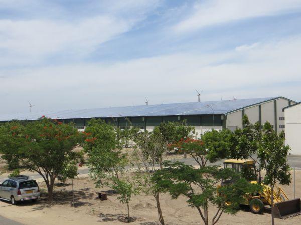 Tecnologia fotovoltaica e generatore diesel  per un impianto installato da SMA in India