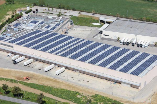 Tecnologia fotovoltaica Schüco Italia per la sede centrale della catena Globo