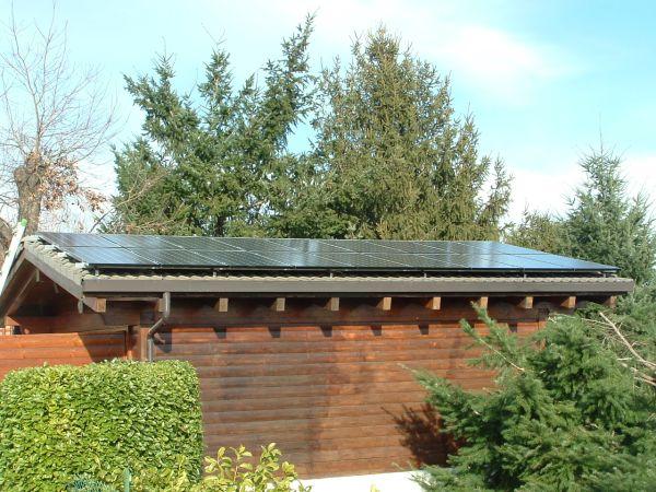 Impianto fotovoltaico da 4,5 Kwp sul garage di una casa privata