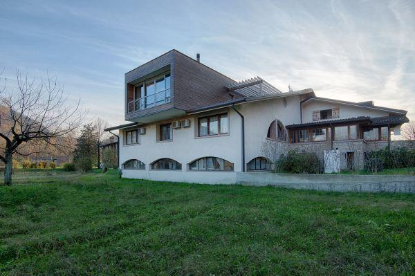 Una casa di legno sul tetto 1