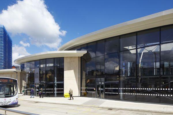 Soluzione innovativa di facciata in alluminio e  vetro