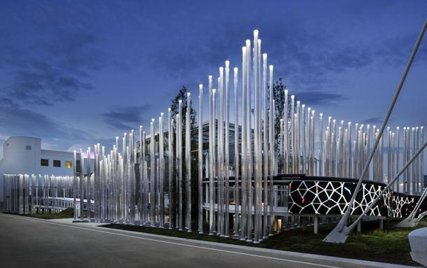 Sistema di illuminazione in policarbonato alimentato da fotovoltaico per il padiglione Enel