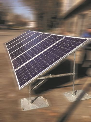 Installato il primo impianto temporaneo ibrido off-grid in Arabia Saudita