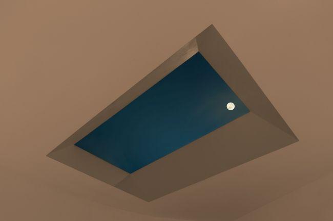 La luna e le stelle in una stanza