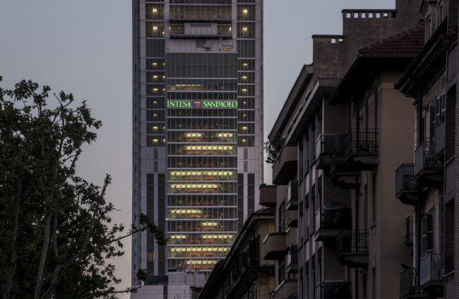 Installazione insegna luminosa a 119,5 metri