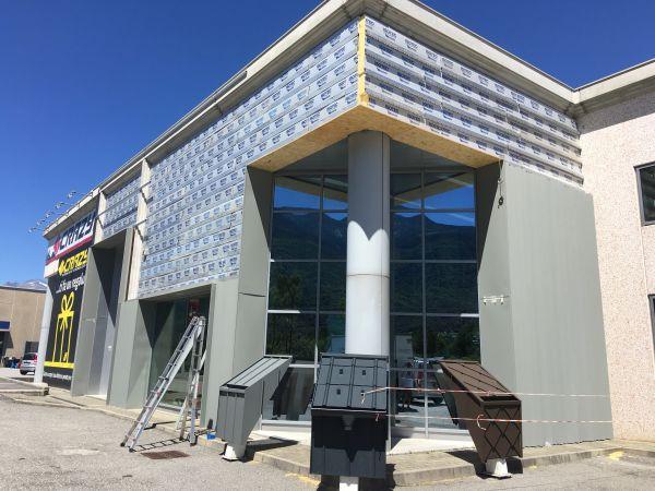 Isotec Parete per l'isolamento termico di un edificio industriale