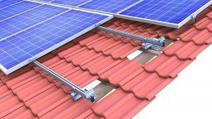 Fissaggio di pannelli fotovoltaici su coperture a tegole con sistema Novotegra