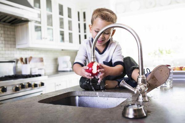 Basta plastica, impariamo a bere l'acqua del rubinetto