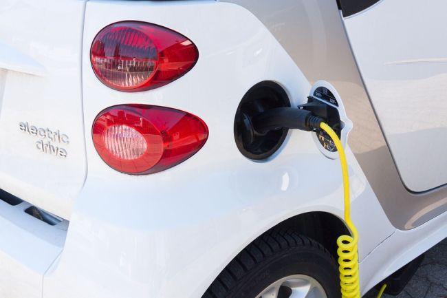 Macchine elettriche, possibile crollo del 43% a causa del COVID-19