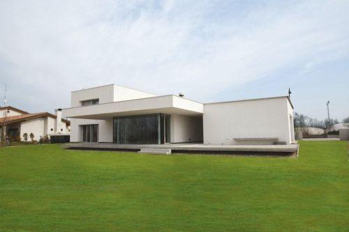 Involucro edilizio e sostenibilità del costruito: una residenza unifamiliare a Pordenone