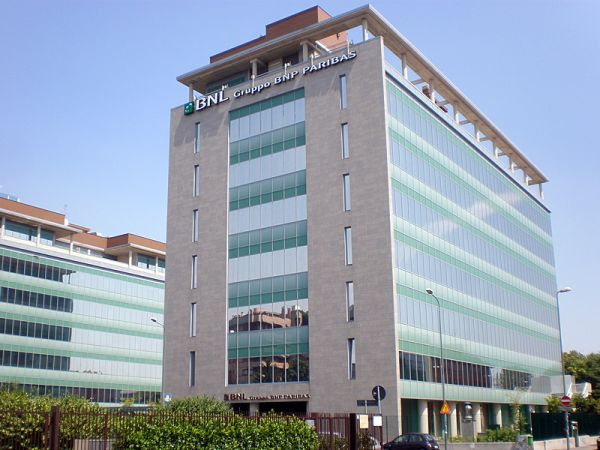 Risparmio energetico con le pellicole Serisolar alla BNL Paribas di Milano