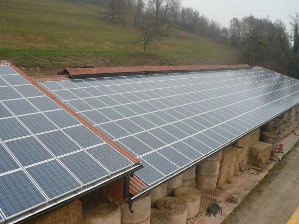 Dal fibrocemento al fotovoltaico: integrazione architettonica e risparmio energetico