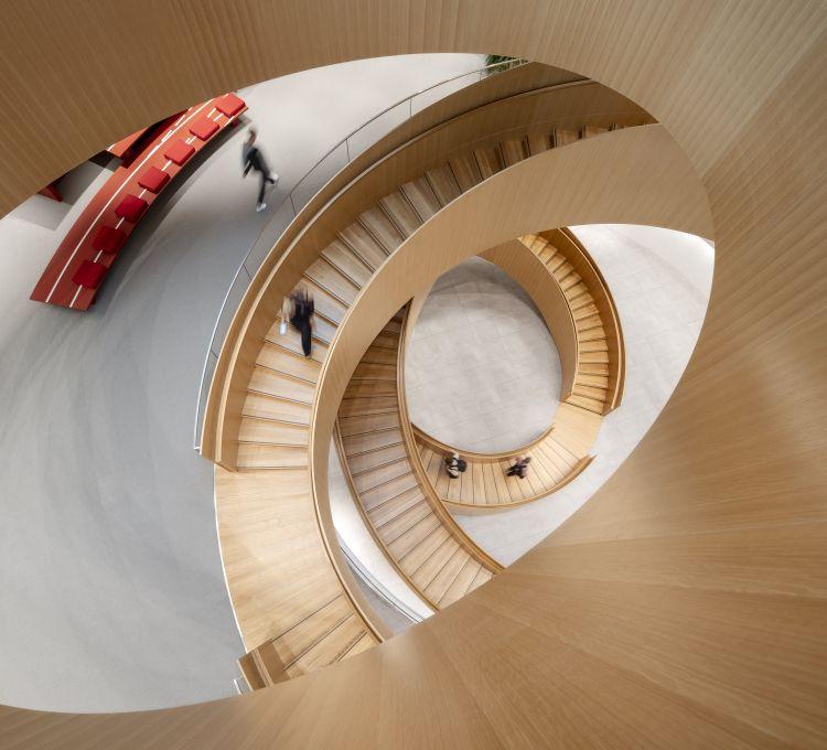 La scala collega i cinque piani dell'Olympic House