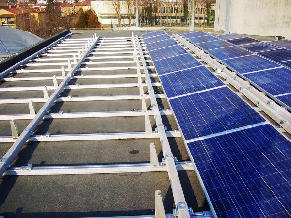Strukture, nuovo sistema Ikaro per impianti fotovoltaici su tetti piani