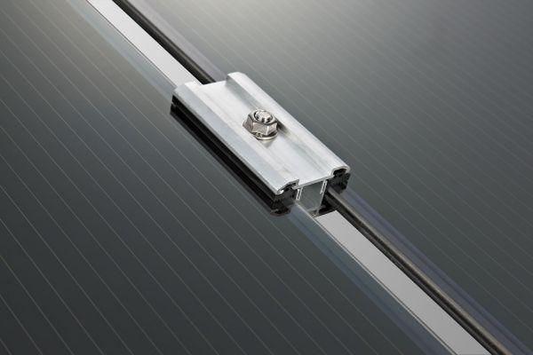 Innovativo, rapido, economico sistema di fissaggio per moduli fotovoltaici