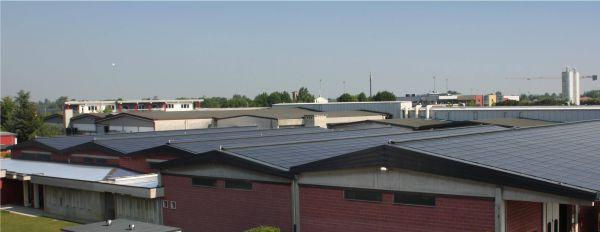 Pannelli fotovoltaici Centrosolar per il tetto di Gizeta Calze