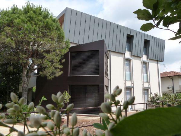 Il tetto in alluminio che aumenta la classe energetica e dura due generazioni