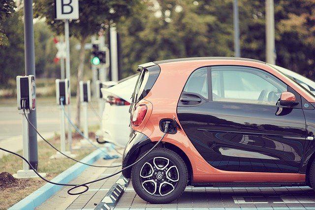 Auto elettrica e colonnine di ricarica