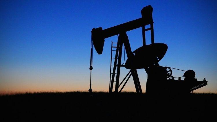 IEA: crollo investimenti nell'industria petrolifera nel 2020