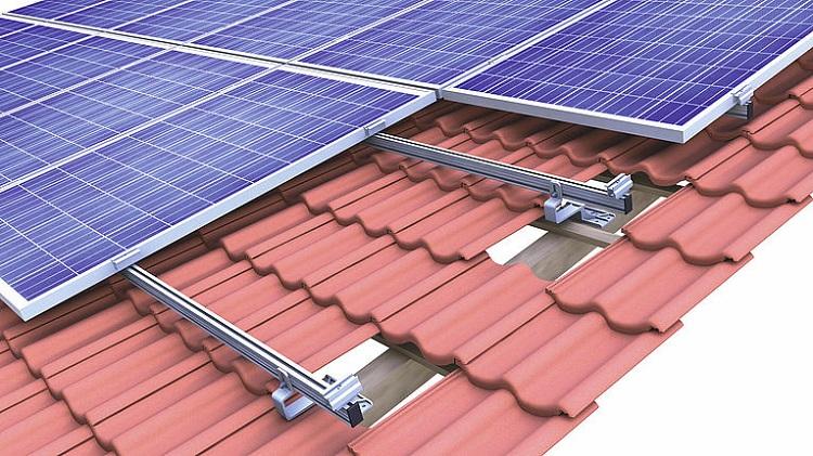 Fissaggio di pannelli fotovoltaici su coperture a tegole