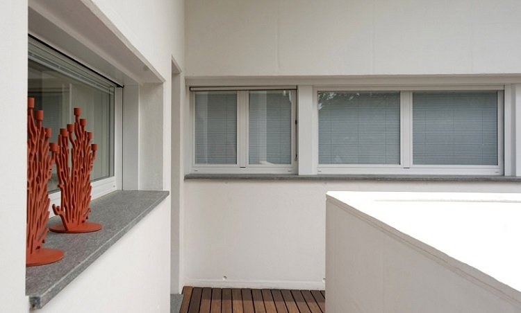 Sistema per porte e finestre a battente NC 50 STH