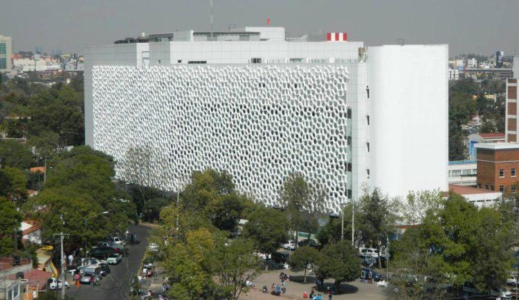 Ospedale Manuel Gea Gonzàlez – Città del Messico. In facciata la superficie mangia smog