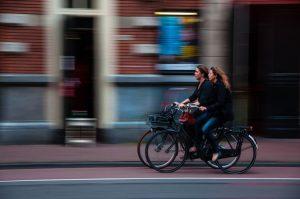 La mobilità cambia faccia, è tempo di bici