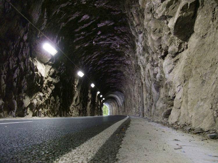 Tunnel nella ciclabile della Val Brembana