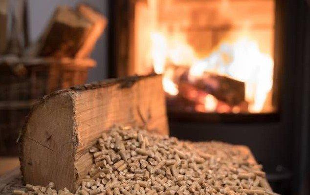 Caldaia a pellet o legna e stufe: cosa c'è da sapere sul riscaldamento ecologico