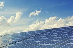 L'Intelligenza artificiale migliora le prestazioni del fotovoltaico