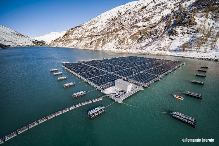 Fotovoltaico galleggiante in alta quota, la centrale solare sul Lac des Toules