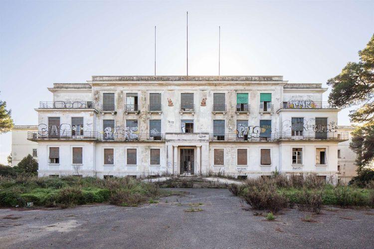 Lo stato di abbandono dell'ex Galateo di Lecce