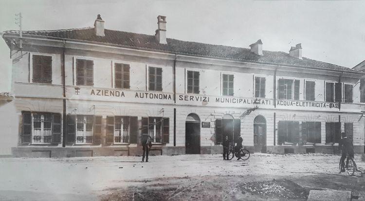 Una foto d'epoca della palazzina di via Matteotti sede dell'ASM