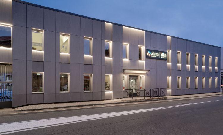 Vista esterna notturna della nuova sede ASM di Vercelli