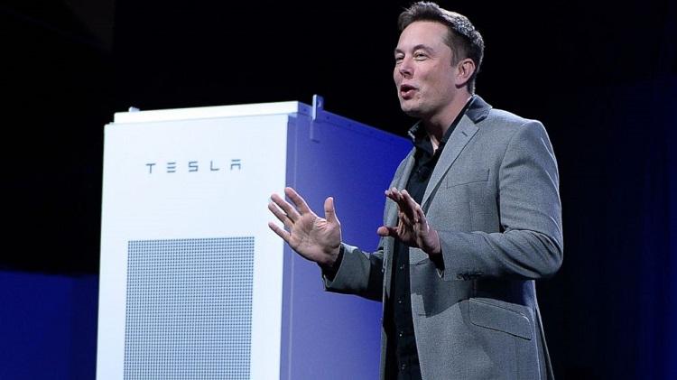 Elon Musk annuncia l'arrivo dell'inverter solare Tesla per impianti fotovoltaici