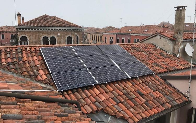 Valutare l'efficienza al mq dei moduli fotovoltaici
