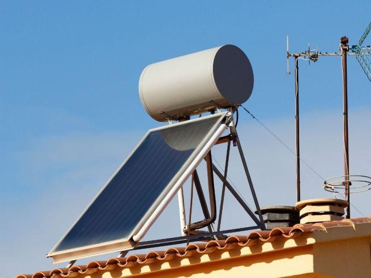 Pannelli solari termici con serbatoio