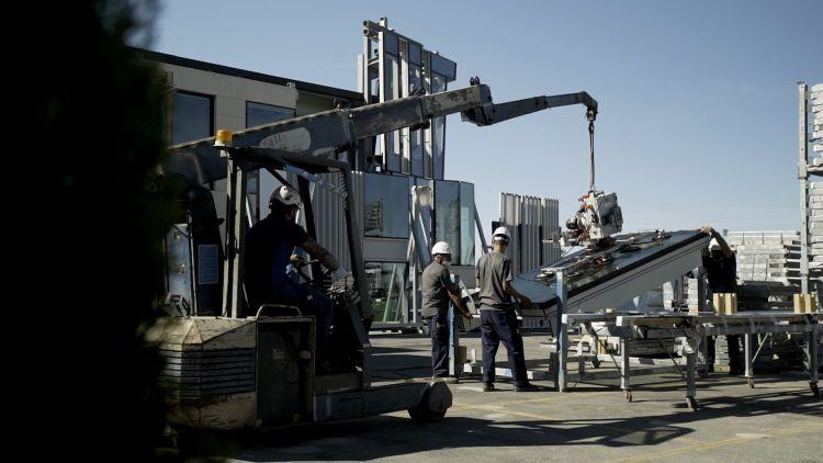 Cellia: La fase di installazione della facciata integrata