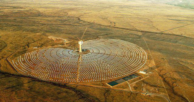 Perovskite per l'energia solare: i vantaggi e i record per fotovoltaico e termodinamico