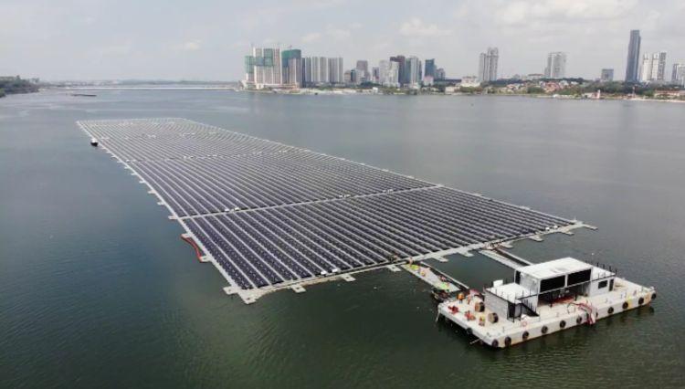 Fotovoltaico galleggiante: a Singapore uno dei più grandi parchi offshore del mondo