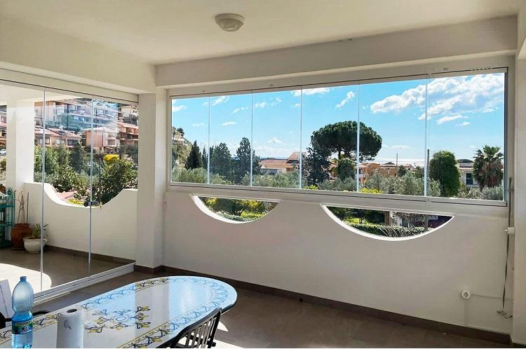 veranda su misura in vetro scorrevole per balconi