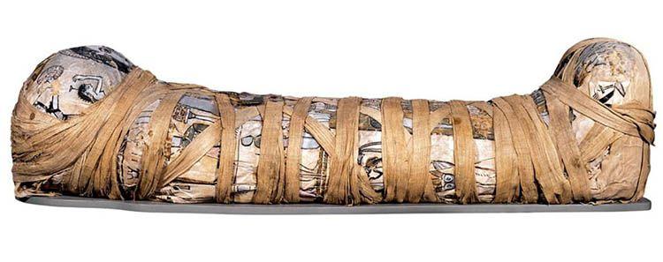 La mummia di Cleopatra (II-secolo-d.C.) conservata al British Museum di Londra