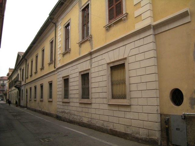 Busto Arsizio, La facciata dell'ex Presidio militare