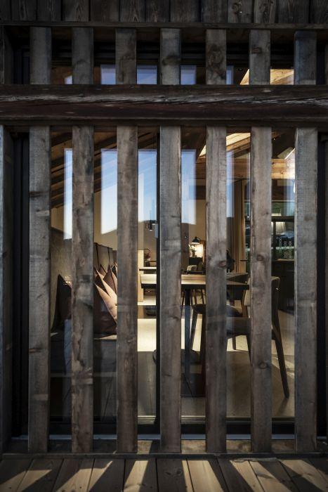 I listelli in legno tipo brise-soleil all'hotel Gfell a Fiè dello Sciliar