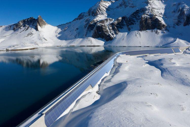 AlpinSolar: elettricità green anche in inverno grazie all'impianto fotovoltaico sulla diga di Muttsee