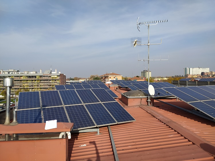 Pannelli solari su edilizia residenziale pubblica