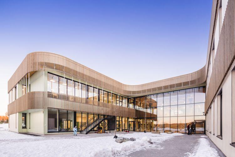 Torvbråten: scuola sostenibile in Norvegia in legno Kebony