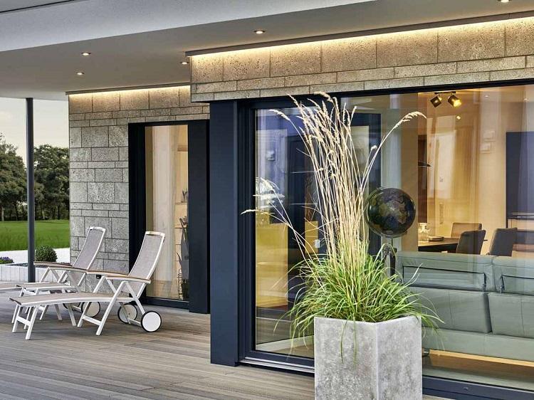 Forte connessione tra spazio costruito e ambiente esterno
